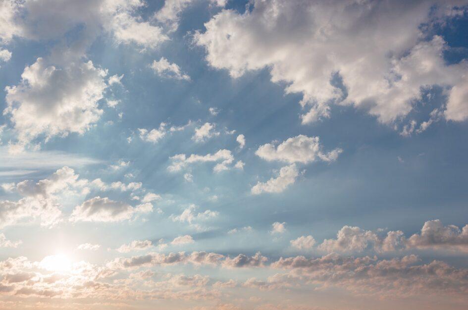Dzień Patrzenia się w Niebo – kartka z kalendarza świąt nietypowych