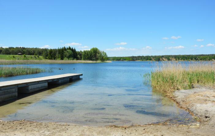 Jezioro Binowskie – wielki błękit w Puszczy Bukowej