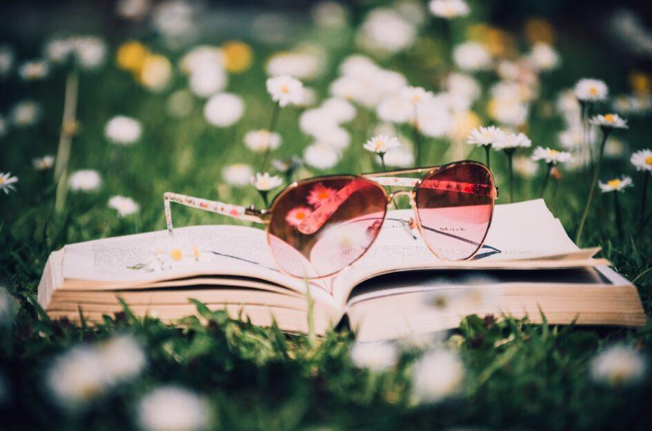 Książki na lato: nowości i klasyki