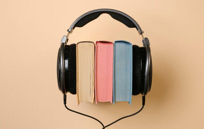 Czy warto sięgać po audiobooki? Jak najbardziej. Oto ich zalety!