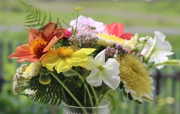 Letni bukiet kwiatów: inspiracje i cytaty